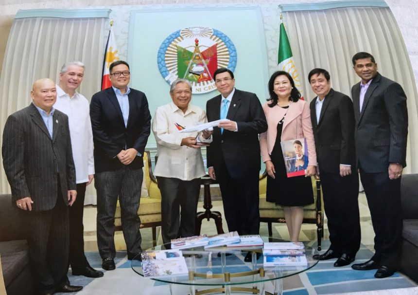 PHILIPPINE AIRLINES (PAL) CONFERS INC's EDUARDO V. MANALO AS AN HONORARY OFW