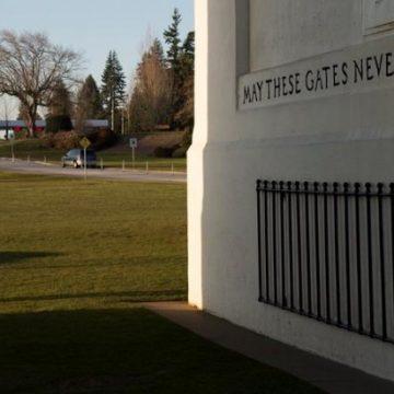 Canada-US borders closed to non-essential traffic