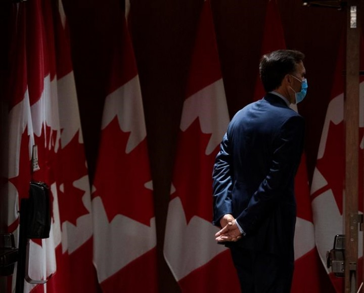 Bill Morneau leaves cabinet, federal politics, as suddenly as he arrived