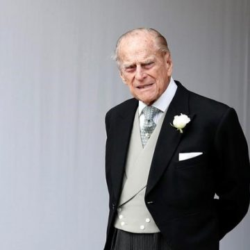 Flags drop, bells toll as Canadians remember special relationship with Prince Philip