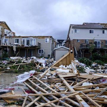 Clean-up begins after tornado destroys home, injures people in Barrie, Ont.